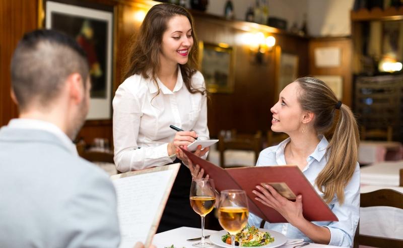 Брянцы могут пожаловаться на хамство в ресторанах