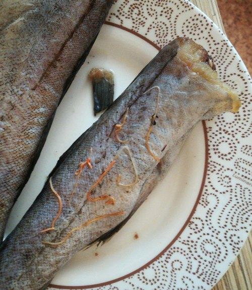 Жительница Брянска купила в магазине рыбу с паразитами