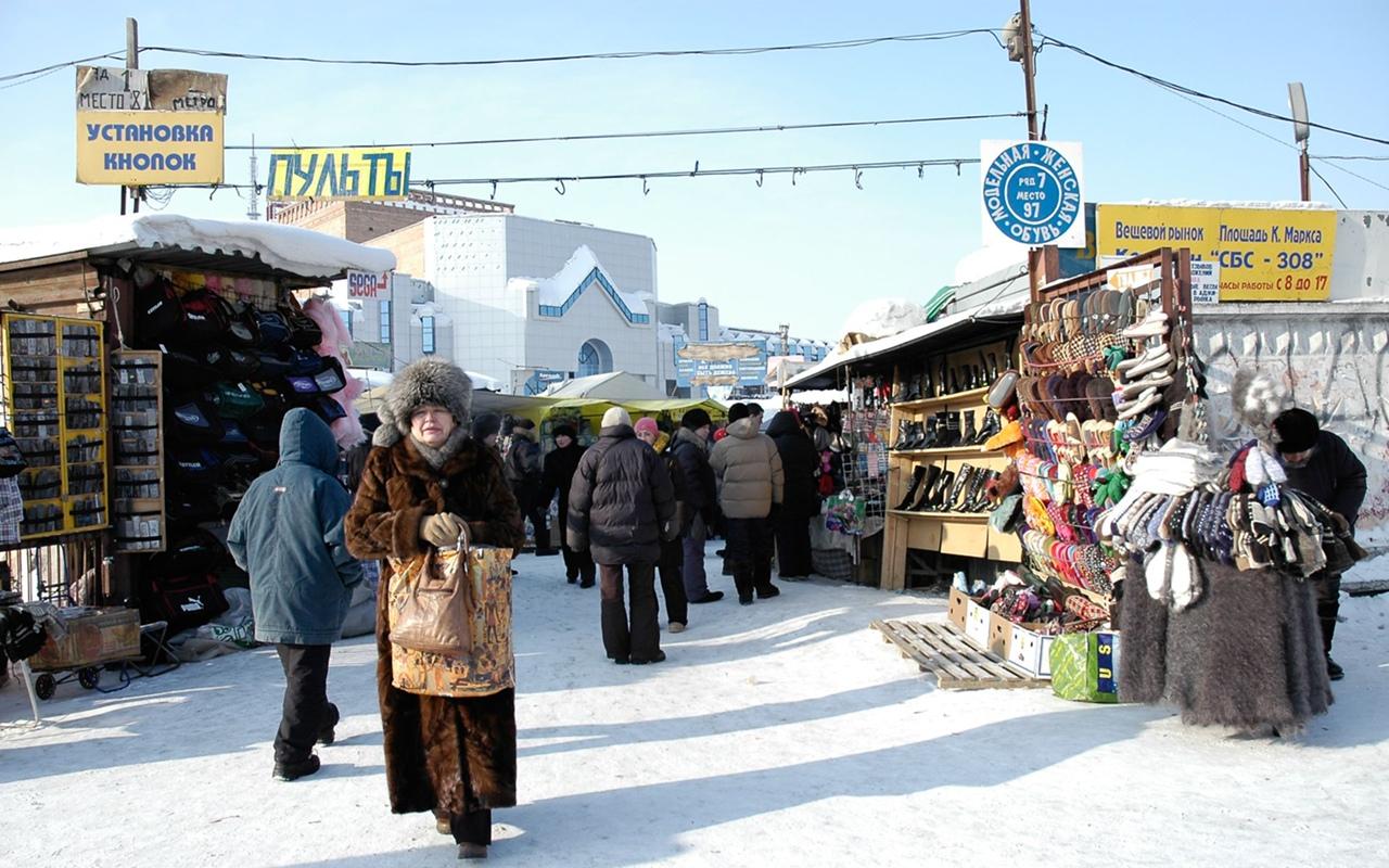 На Володарском рынке Брянска заблокировали проход к торговым павильонам