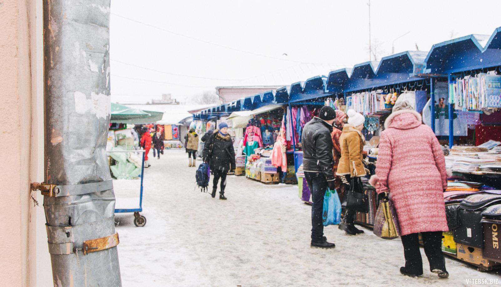 На Володарском рынке Брянска загородили проход к торговым павильонам