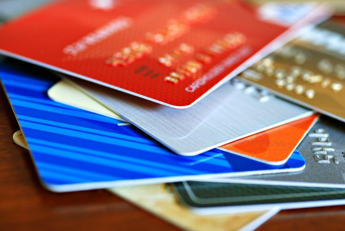 Выпуск иобслуживание всех банковских карт вРоссии могут стать платными