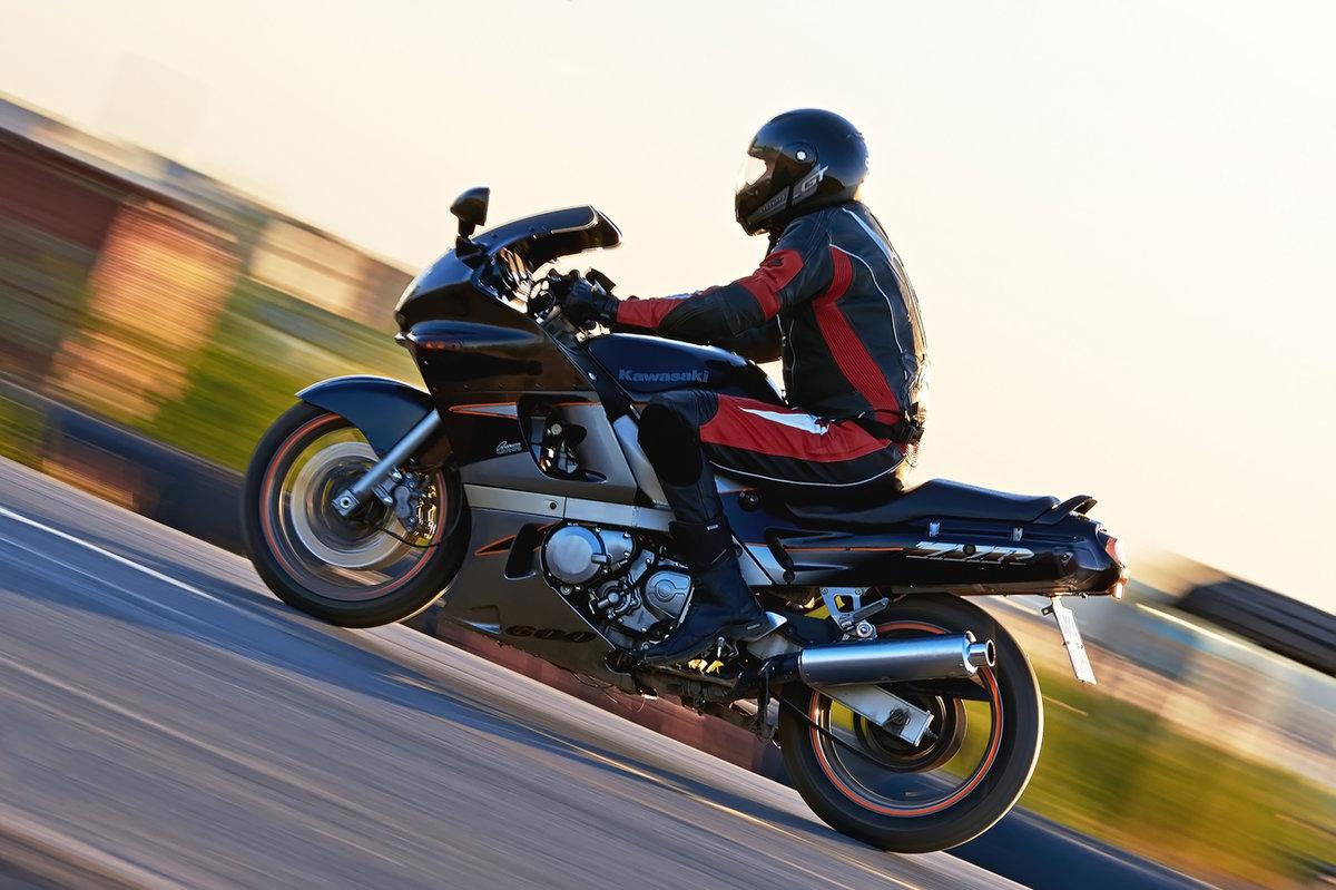 В Севском районе 21-летний мотоциклист разбил голову и сломал нос