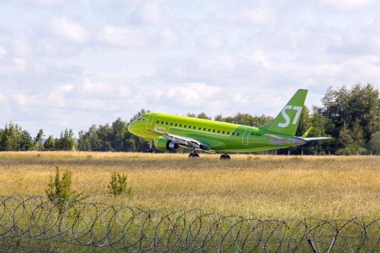 Брянцам пообещали увеличить количество авиарейсов до Питера и Москвы