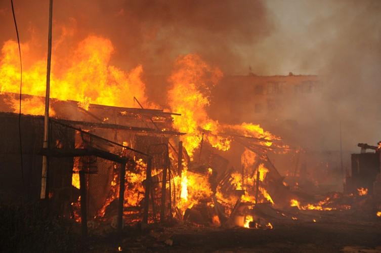 В Володарском районе Брянска вспыхнули сараи
