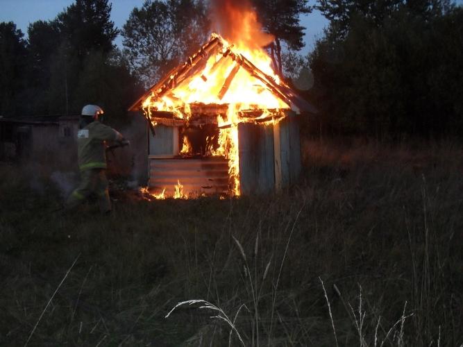 Под Брянском горел сарай