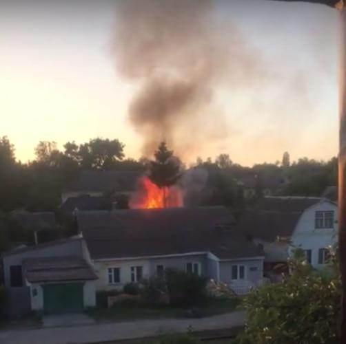 В Володарском районе Брянска сняли на видео горящий сарай