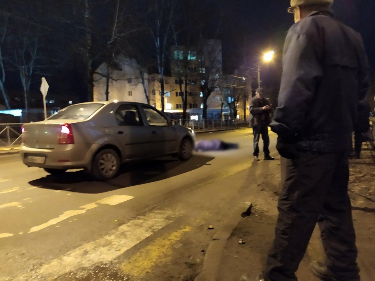 На «зебре» возле брянской гимназии легковушка сбила женщину