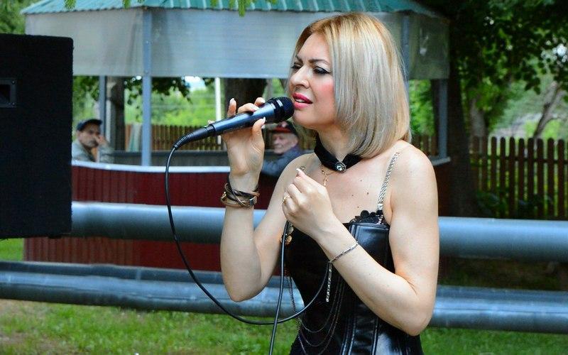 Брянская певица Сергия подарила мужчинам армейскую песню