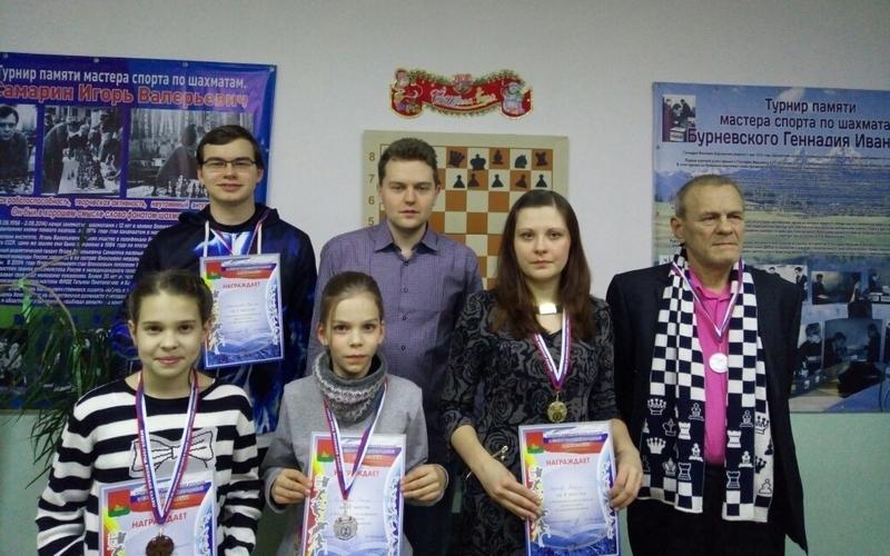 В Брянске прошел городской турнир по шахматам и шашкам
