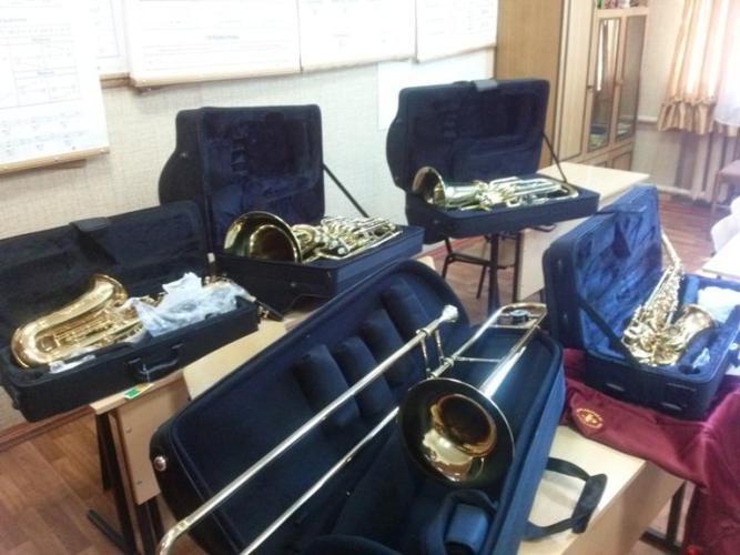 Брянская школа искусств получила духовые музыкальные инструменты