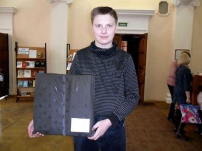 Брянский школьник создал эксклюзивную ортопедическую подушку