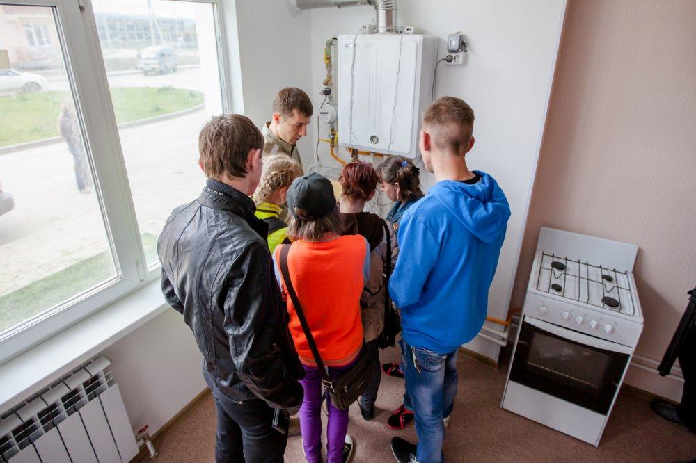 В Трубчевском районе детям-сиротам предоставили непригодные для проживания квартиры