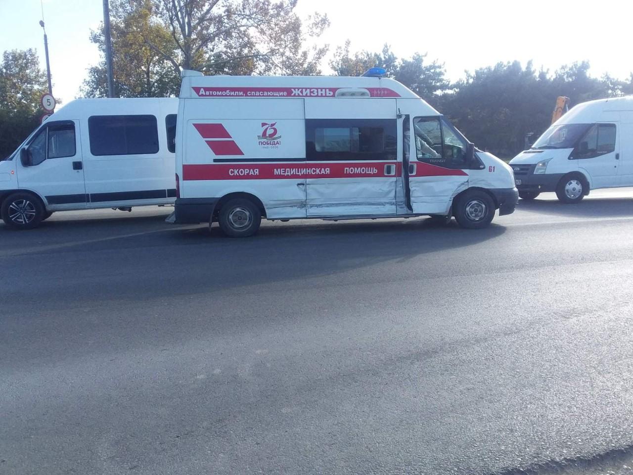 В Брянске две машины скорой помощи попали в ДТП в Советском районе