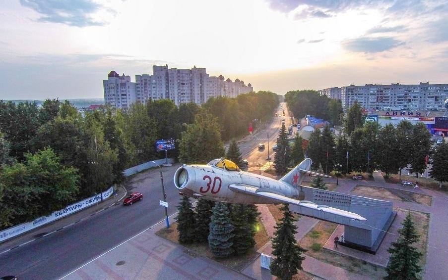 В Брянске сквер у памятника Лётчикам внесли в список для голосования по благоустройству