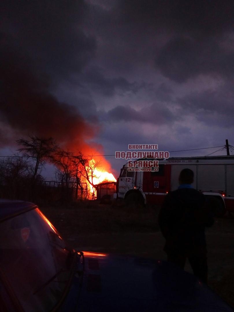В брянском поселке Чайковичи произошел крупный пожар
