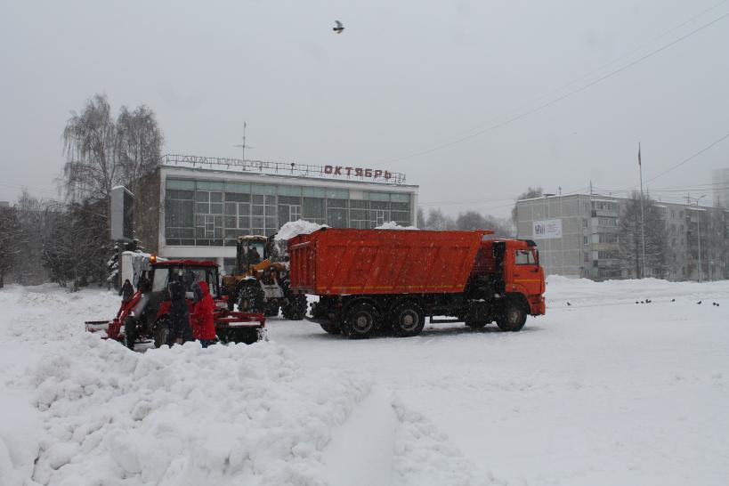За сутки из Брянска вывезли 2 500 тонн снега
