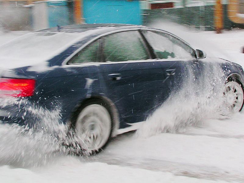 В Новозыбкове железнодорожники спасли грубого водителя от ДТП