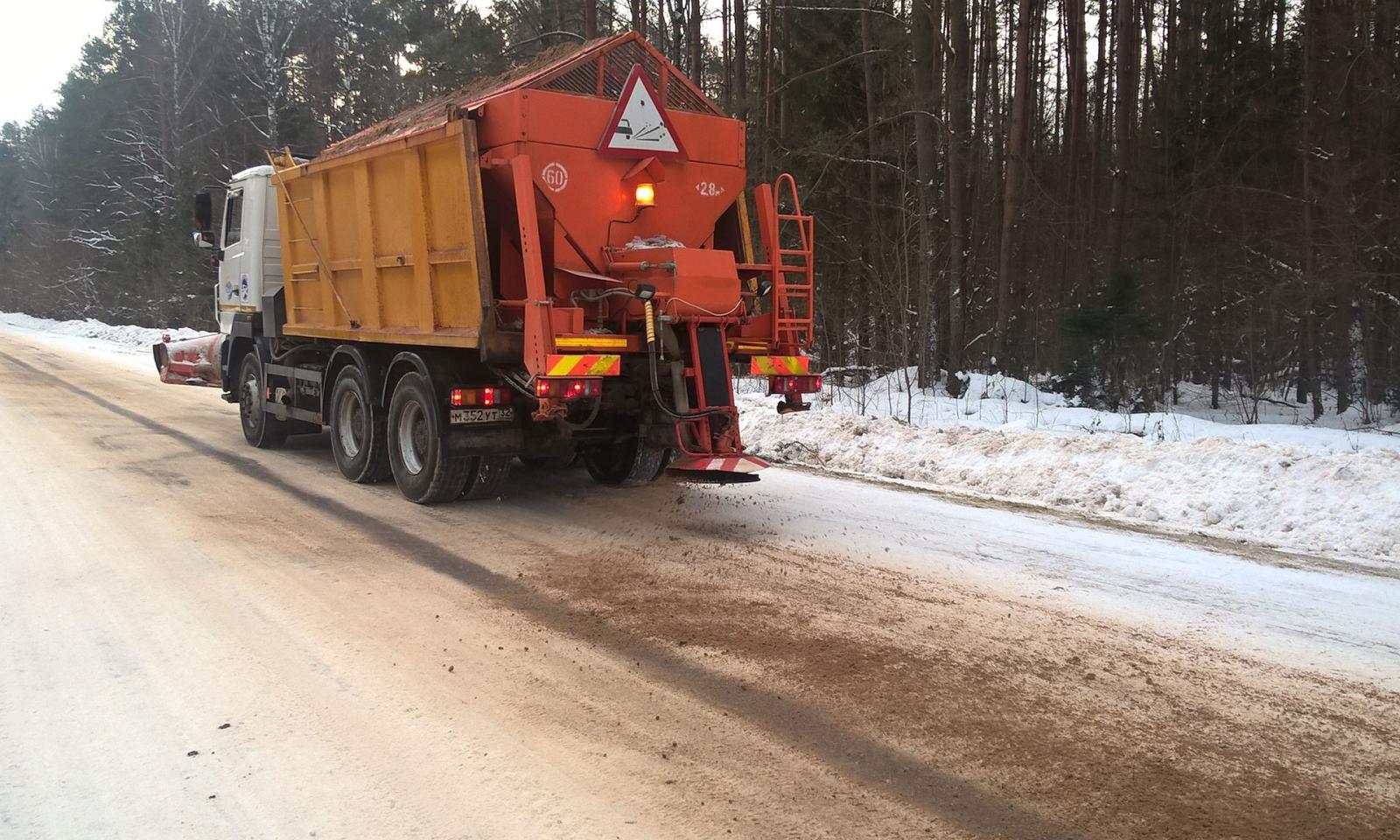 В Брянской области федеральные трассы расчищают 75 единиц спецтехники