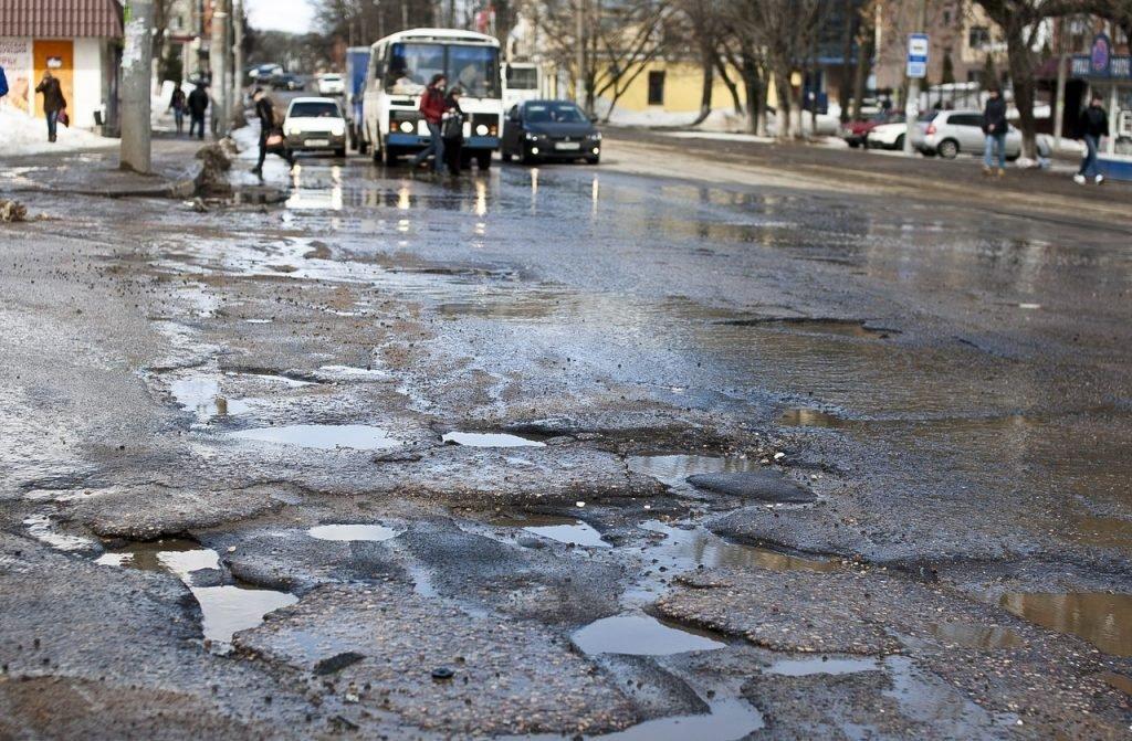 В Новозыбкове вместе со снегом растаял асфальт