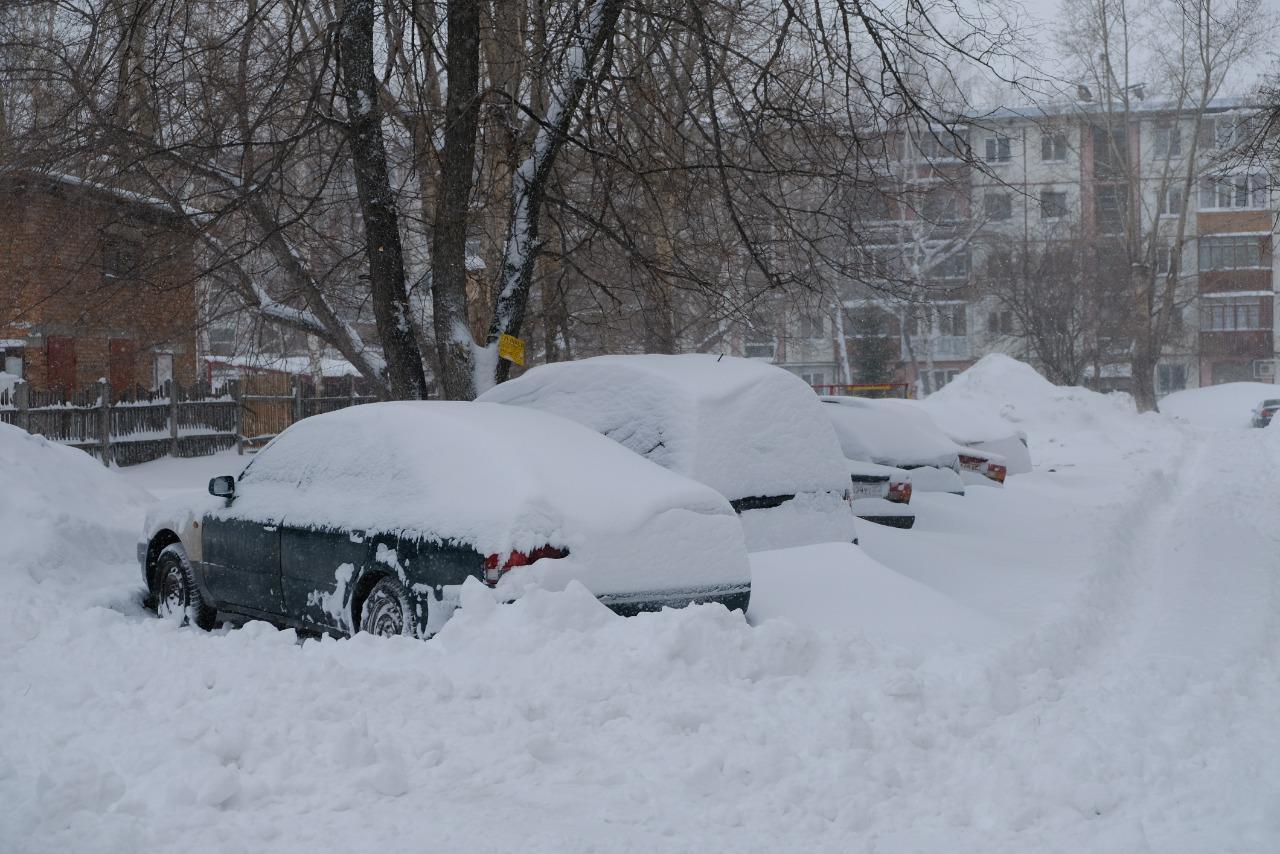 В Брянске жители домов по Красноармейской просят расчистить въезд во двор