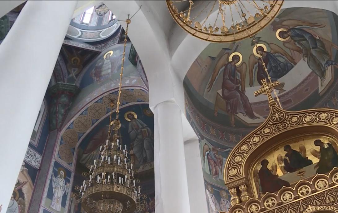 В Брянске продолжают расписывать стены Кафедрального Собора