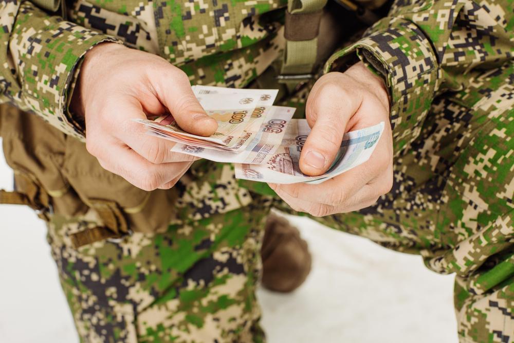 Брянский суд за шантаж оштрафовал солдата на 15 тыс. рублей