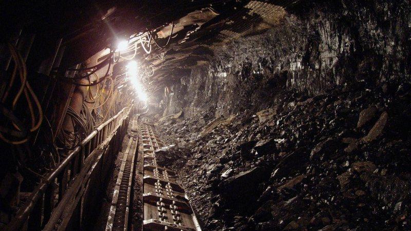 Девять горняков заблокированы при пожаре в шахте в Соликамске