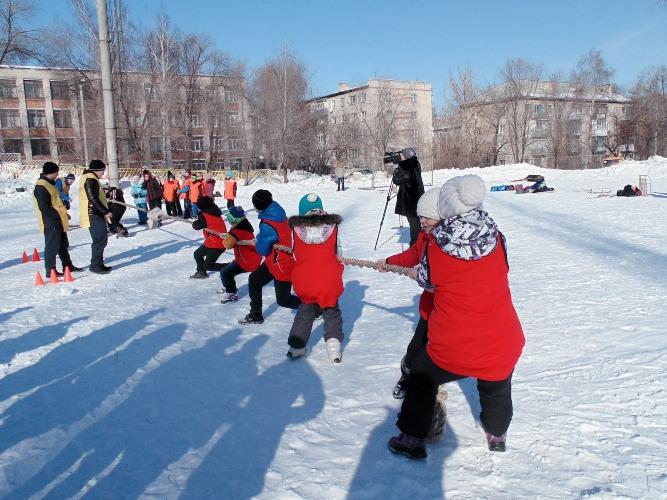 В брянской гимназии прошли зимние веселые старты