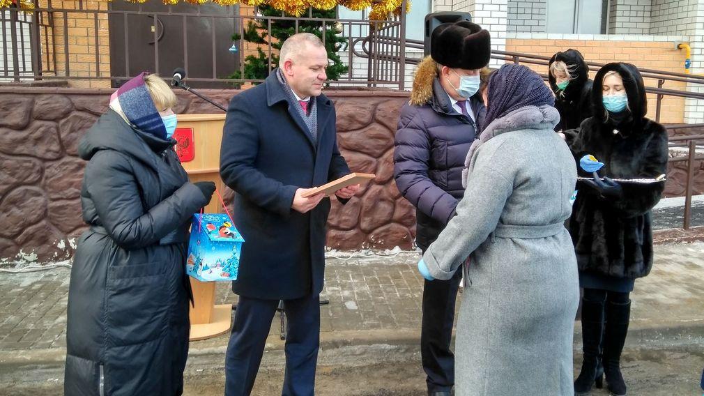 В Клинцах 18 детей-сирот получили ключи от новых квартир