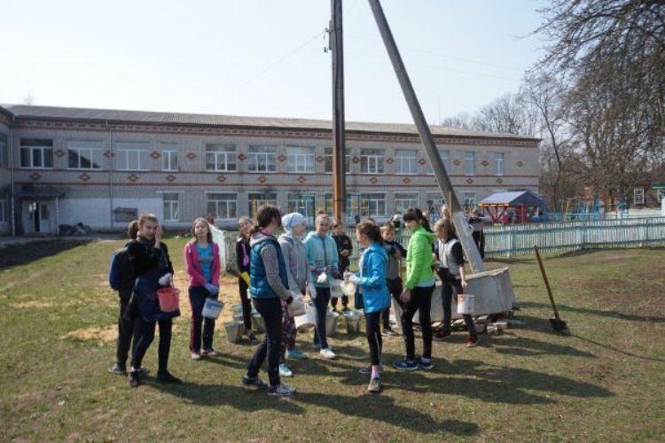 В Климовском районе убрали и вывезли восемь тонн мусора