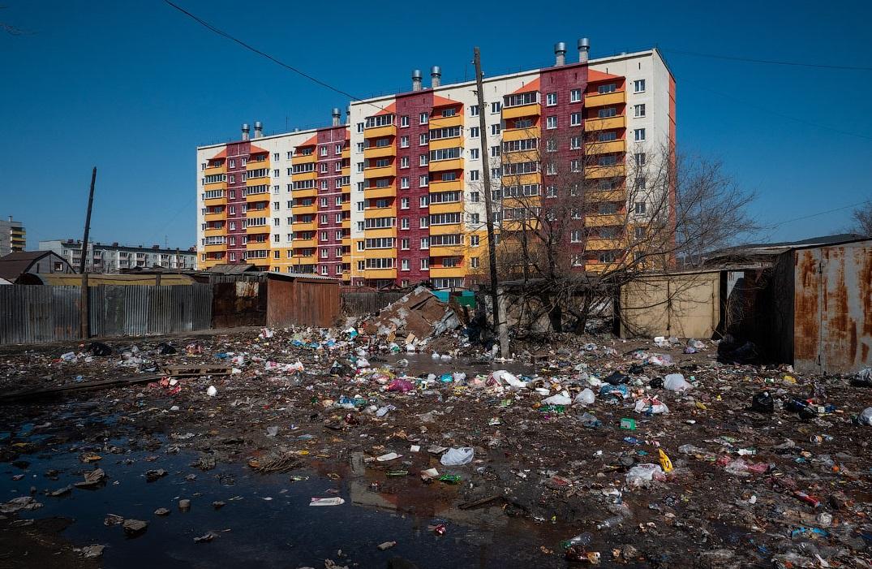 В Брянске окраина Володарского района превратилась в мусорную свалку