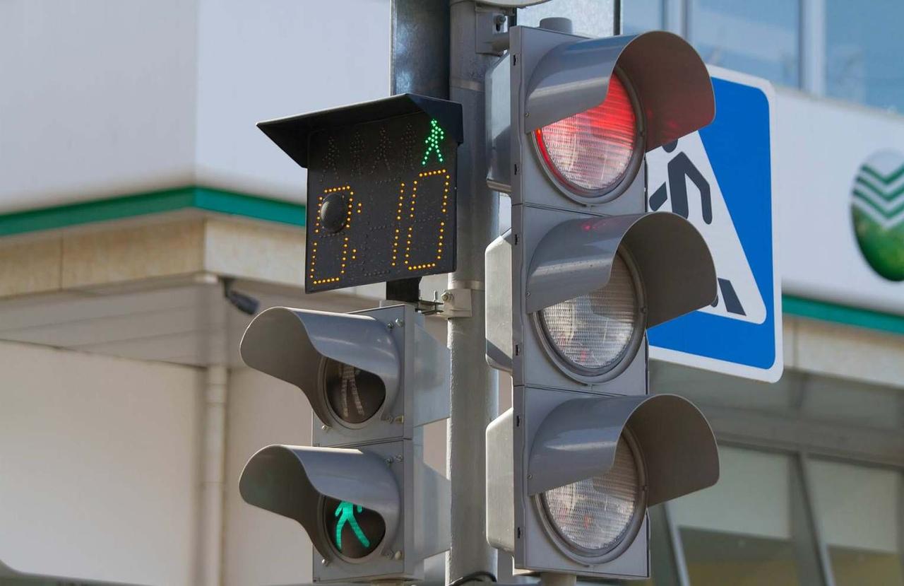 На улице Фокина в Брянске начали работать новые светофоры