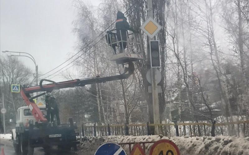 В Брянске на Флотской появился долгожданный светофор