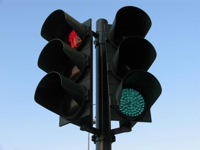 В Брянске на улице Авиационной установили долгожданные светофоры