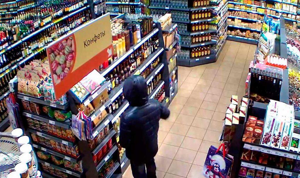 В Брянске 23-летний паренек украл из магазина продукты