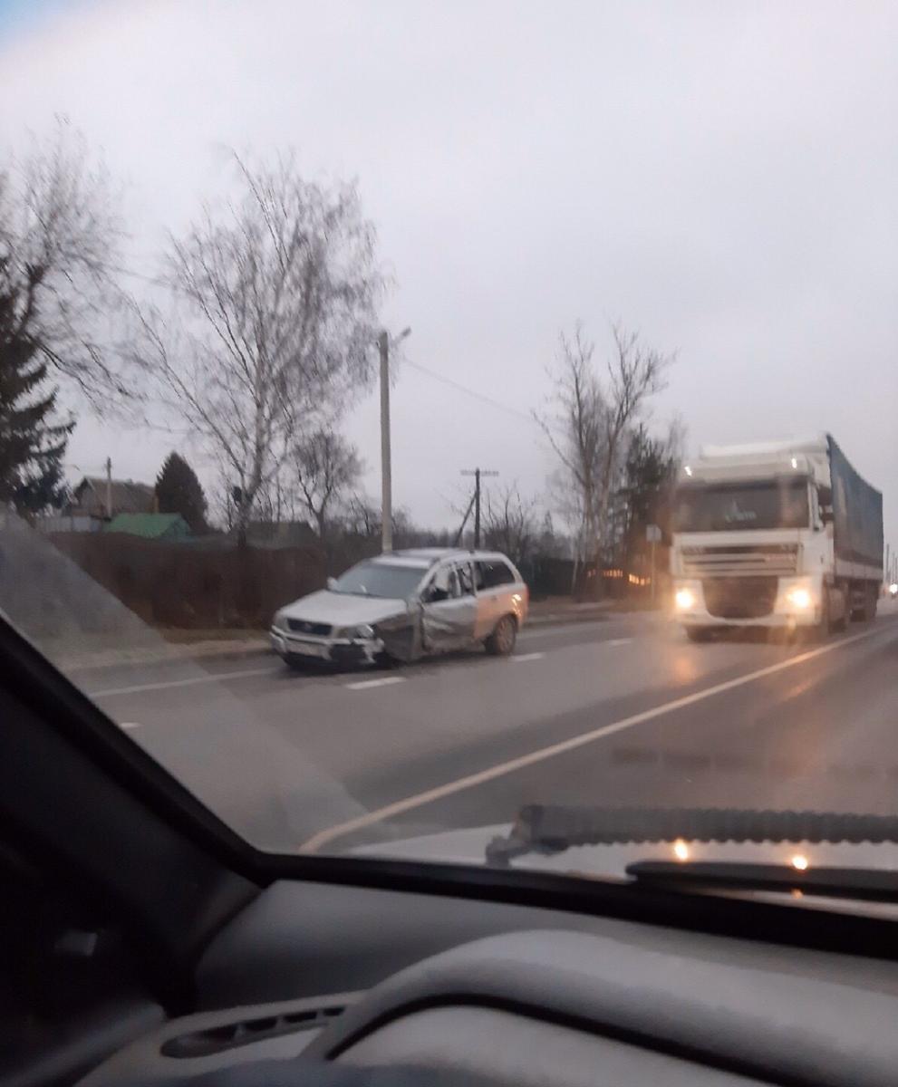 Появились фото с места тройного ДТП в Выгоничах