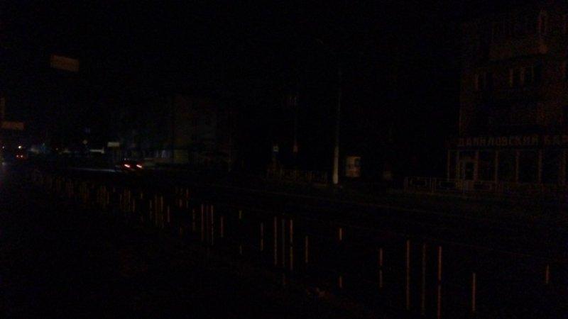 Жители Володарского района спотыкаются в темноте и ничего не видят