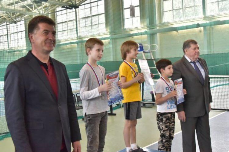 В Брянске наградили юных теннисистов