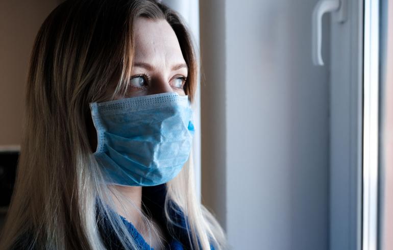 Вылечившимся от коронавируса брянцам вручат значки