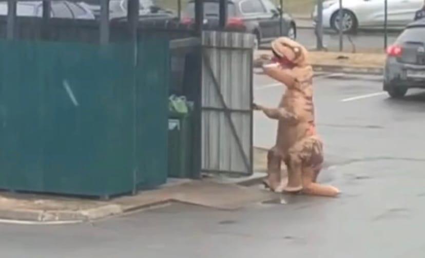 На опустевших улицах города появились динозавры