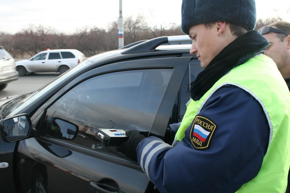 В Брянске за 2 часа поймали 18 автомобилей с чрезмерной тонировкой