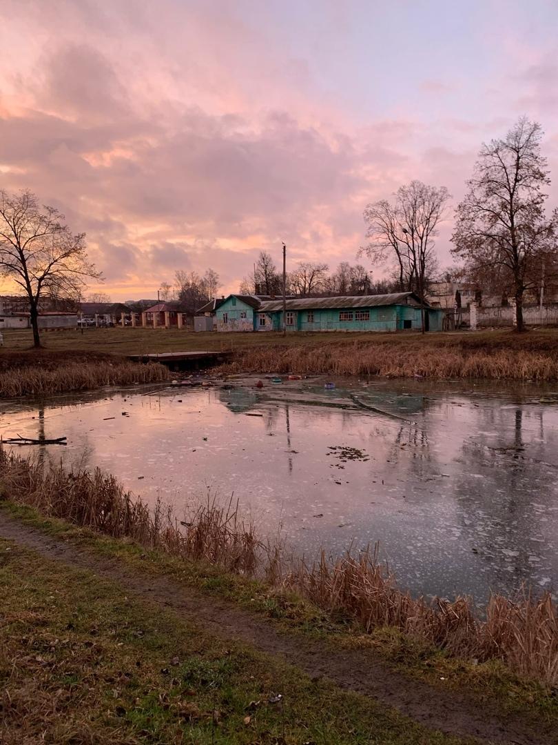 В заброшенном парке Клинцов дети устроили опасные игры на льду