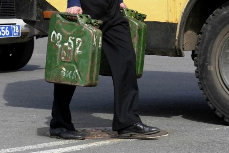 В Унече уголовник слил с грузовиков 330 литров топлива