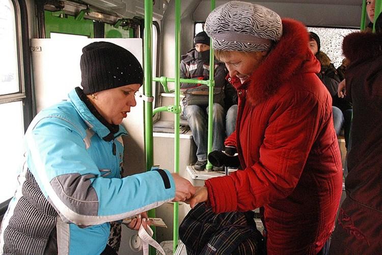 Две женщины покалечились в брянском общественном транспорте