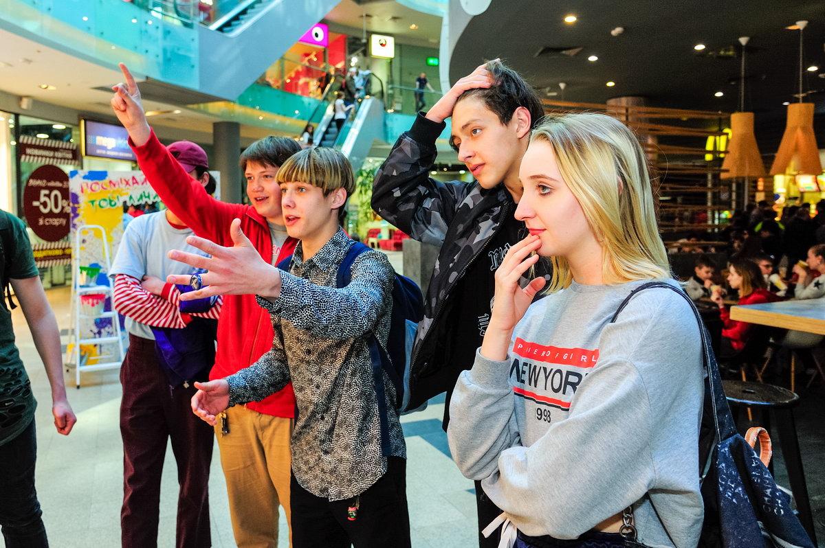В Брянской области разрешили подросткам ходить в торговые центры без родителей