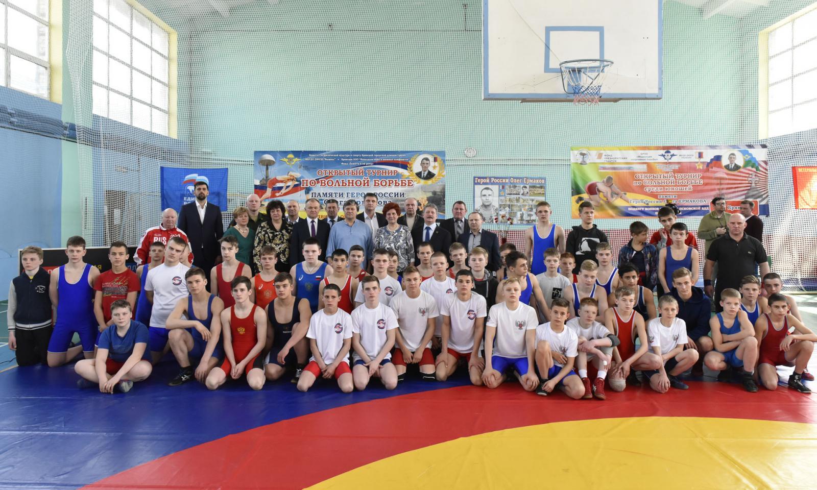 В Брянске проходит турнир по вольной борьбе