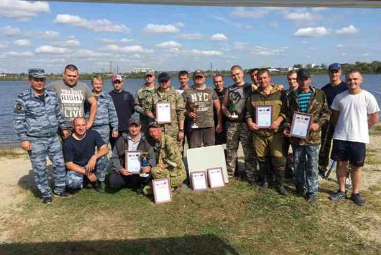 Сотрудники брянской ФСИН соревновались в ловле рыбы