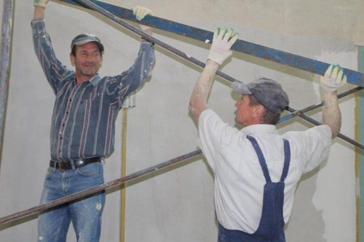 В Унечском районе ремонтируют сельский Дом культуры