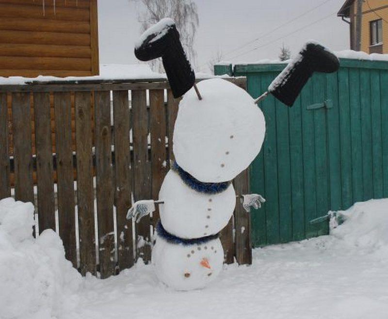 Жители брянской глубинки слепили потешных снеговиков