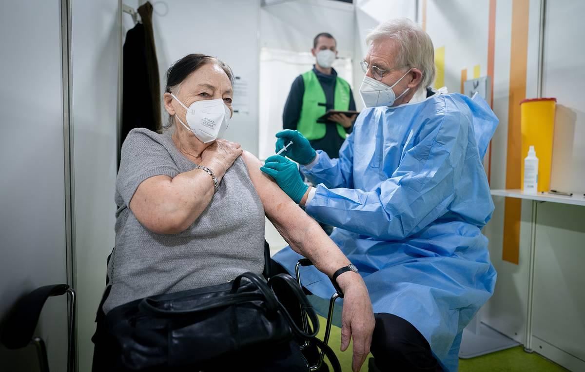 Массовая вакцинация от коронавируса в Брянской области начнется 18 января